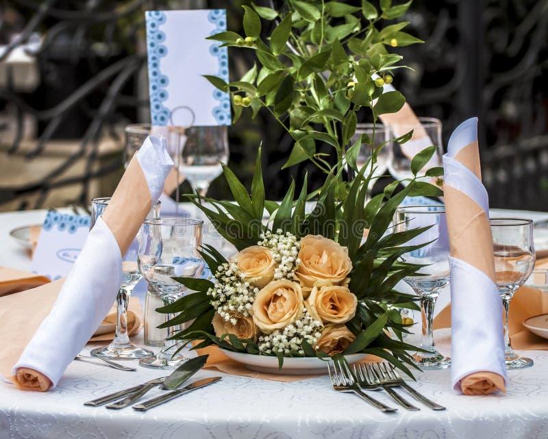 Presenti l'insieme con le decorazioni floreali fotografia stock