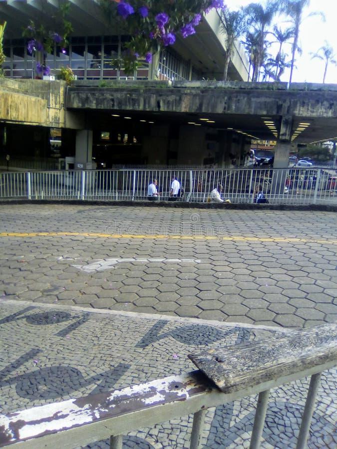 Partida da estação de ônibus fotos de stock
