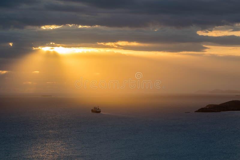 Partida do barco em Nouville Nova Caledônia foto de stock royalty free