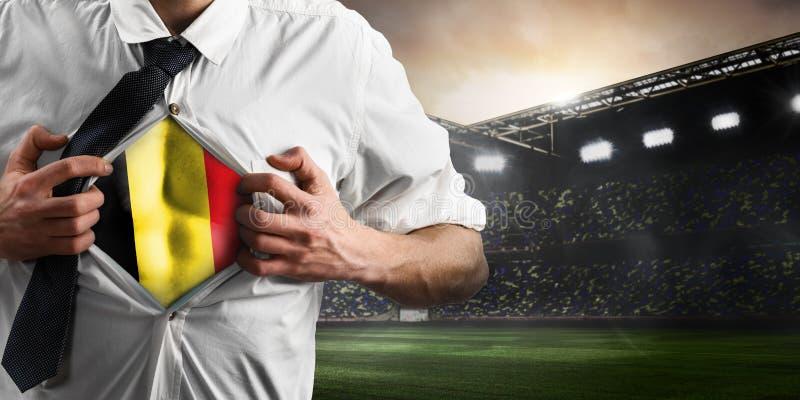 Partidario del fútbol o del fútbol de Bélgica que muestra la bandera fotografía de archivo libre de regalías
