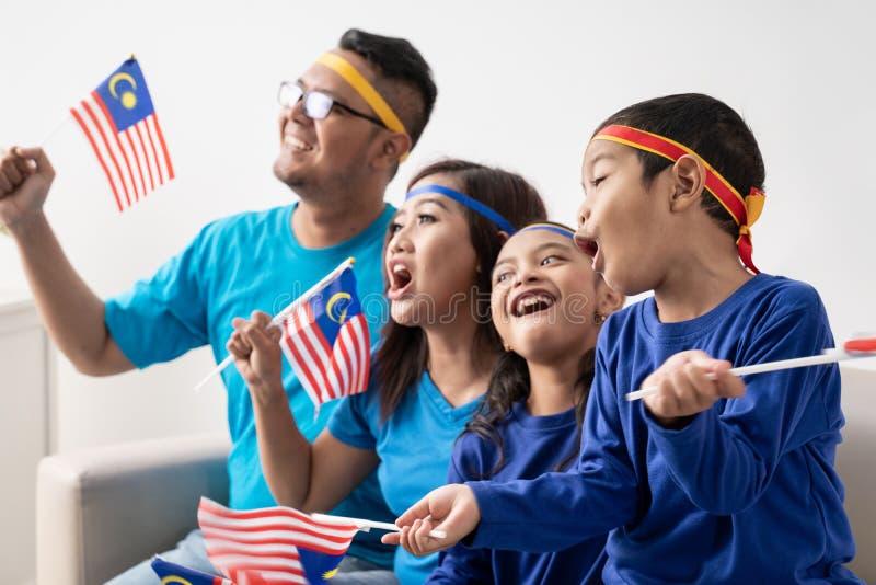 Partidario malasio emocionado de los aficionados deportivos fotografía de archivo libre de regalías