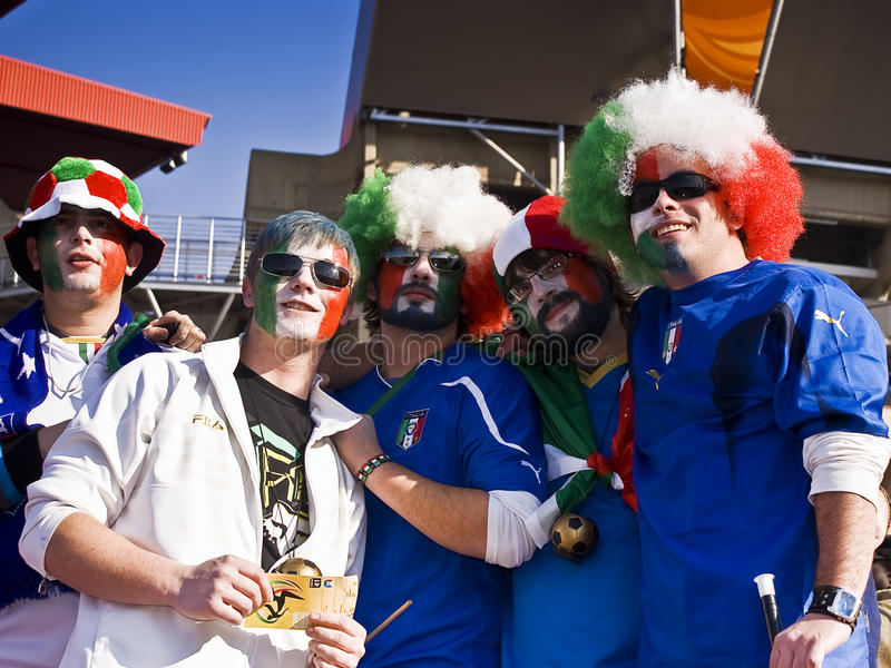 Partidarios italianos del fútbol - WC 2010 de la FIFA fotos de archivo