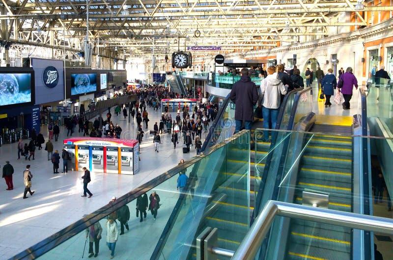 Partidas de Londres da estação de Waterloo foto de stock royalty free