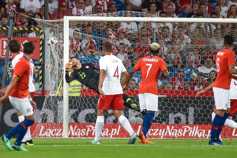 Partido amistoso del fútbol: Polonia contra el 2:2 de Chile fotografía de archivo libre de regalías