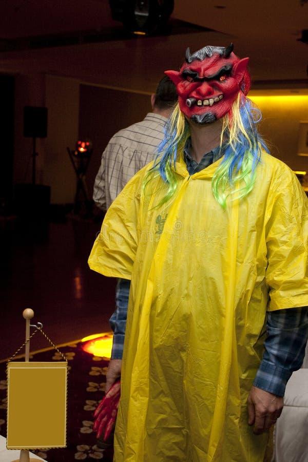 Partido corporativo de Halloween - enmascaran a la gente fotos de archivo