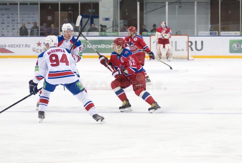 Partido CSKA-LEV PRAGA del hockey imagenes de archivo