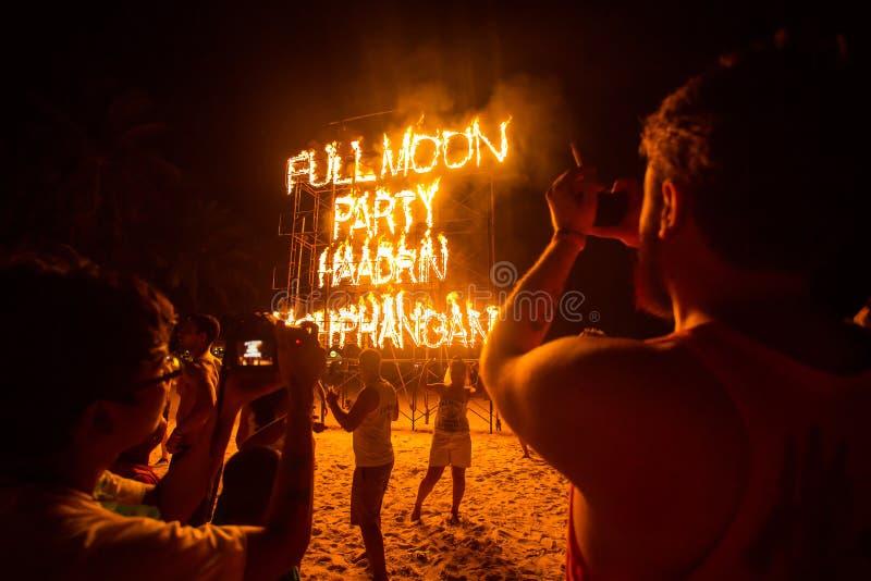 Partido da Lua cheia da praia de Phangan imagens de stock