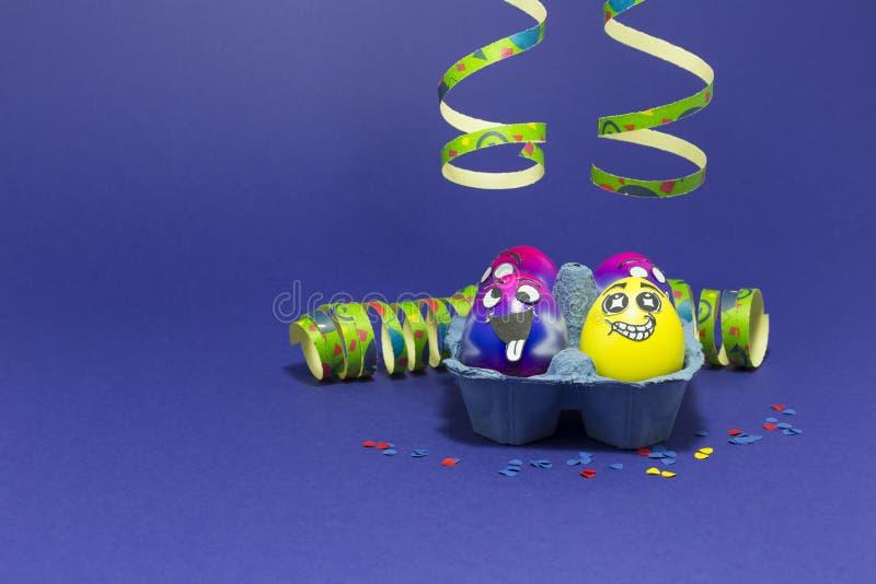 Partido da Páscoa com ovos loucos fotografia de stock