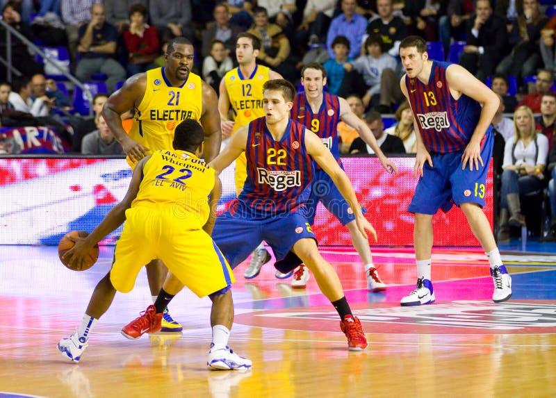 Partido de baloncesto Barcelona contra Maccabi foto de archivo