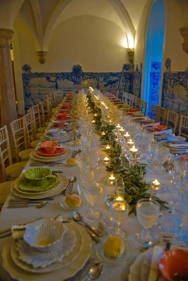 Partido de cena, decoración de las tablas de banquete, boda o evento del cumpleaños fotos de archivo libres de regalías