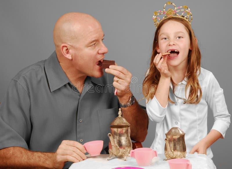 Partido de chá do pai e da filha fotografia de stock
