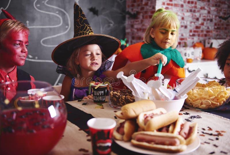 Partido de Dia das Bruxas para crianças fotografia de stock