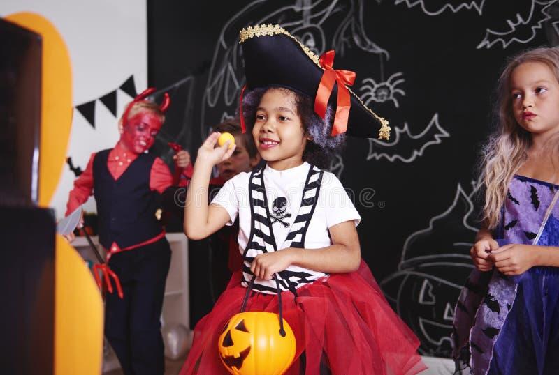 Partido de Dia das Bruxas para crianças imagem de stock royalty free