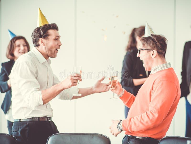 Partido de escritório do ano novo foto de stock royalty free