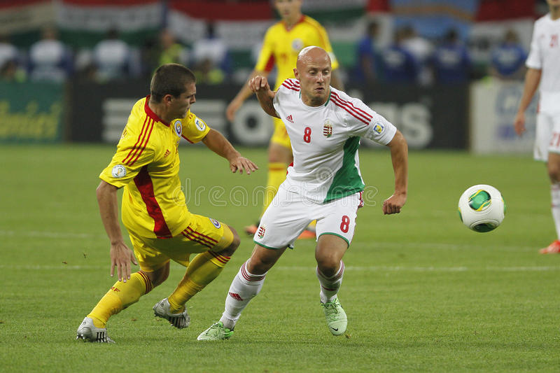 Partido de fútbol de Rumania - de Hungría, Jozsef Varga foto de archivo