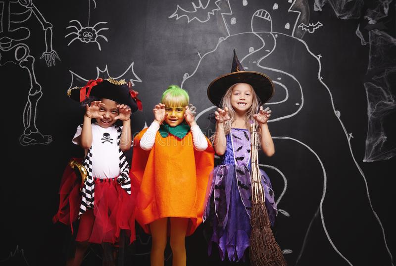 Partido de Halloween para los niños fotos de archivo