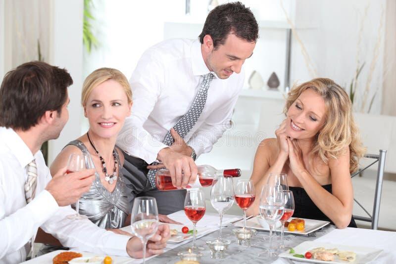 Download Partido de jantar imagem de stock. Imagem de anfitrião - 26505023