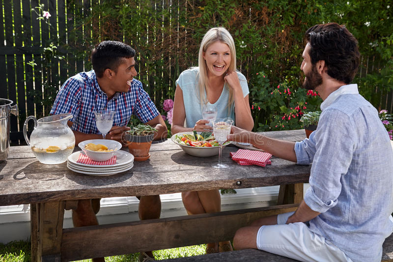 Partido de jantar exterior foto de stock