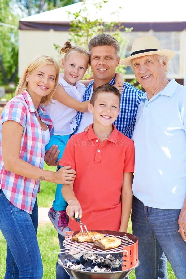Partido de jardim com família fotografia de stock royalty free