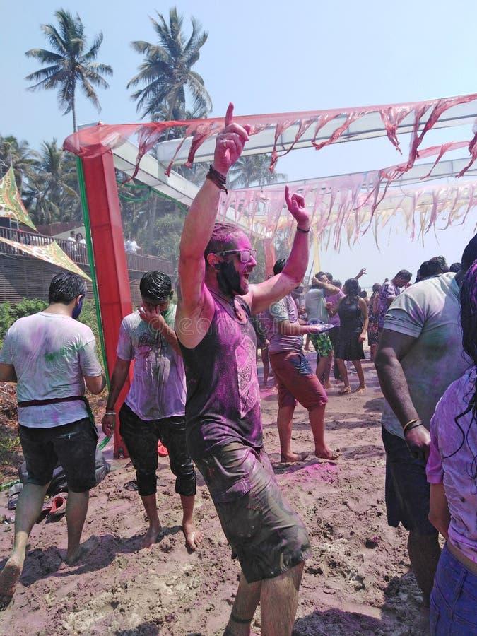 Partido de la celebraci?n de Holi, Goa del norte, la India imagen de archivo libre de regalías