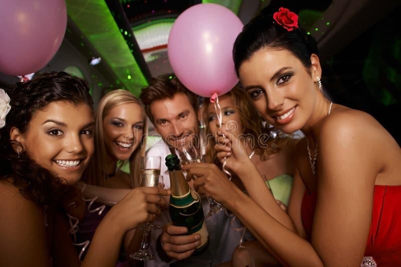 Partido de la soltera en limusina fotos de archivo