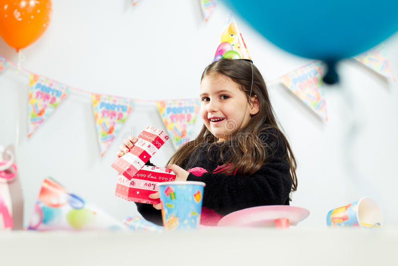 Partido del feliz cumpleaños de los niños imagen de archivo libre de regalías