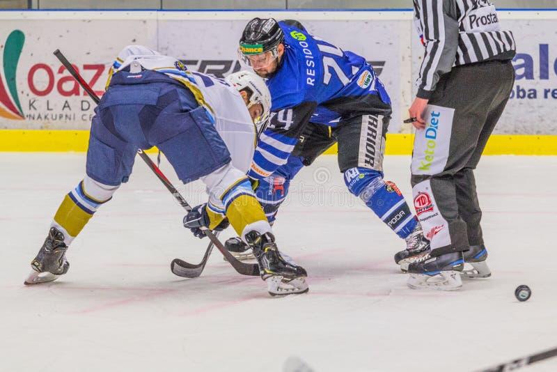 Partido del hockey - Rytiri Kladno - AZ Residomo Havirov imagen de archivo
