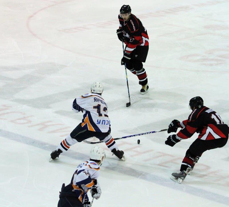 Partido del hockey sobre hielo de Kharkov Donbass foto de archivo libre de regalías