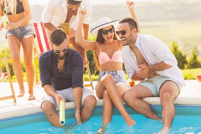 Partido del poolside del verano foto de archivo