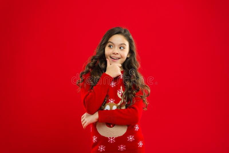 Partido do ano novo Criança de Santa Claus Criança da menina no chapéu vermelho de Santa Compra do Natal, idéia para seu projeto  foto de stock