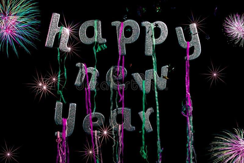 Partido do ano novo feliz Texto do brilho da tira com fogos-de-artifício Greeti foto de stock royalty free