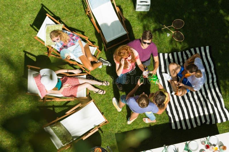 Partido do verão no campo imagem de stock royalty free