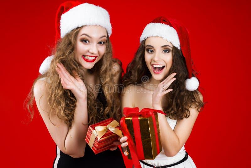 Partido dos amigos do ano novo e do Feliz Natal fotos de stock