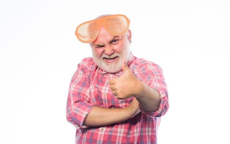 Partido perfeito Homem feliz com barba Partido de aposentadoria Ol?! ver?o Homem em vidros do partido Feliz aniversario incorpora imagem de stock