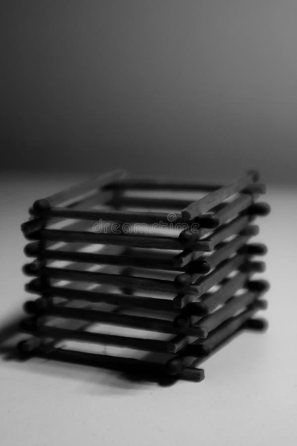 Partidos de seguridad en un fondo negro fotos de archivo