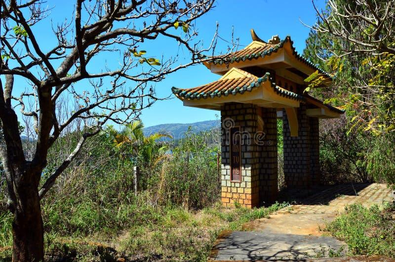 Partie à distance d'un secteur de temple antique image stock