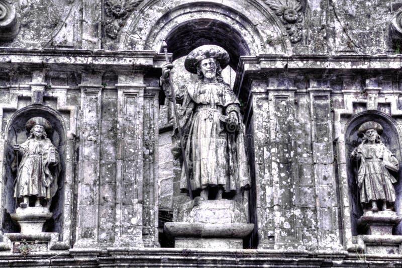 Partie décorative de mur au-dessus de l'entrée à la cathédrale de la rue James dans Santiago de Compostela en Espagne photo libre de droits