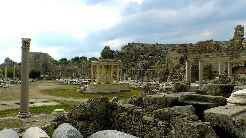 Partie détruite de la ville antique du côté images stock