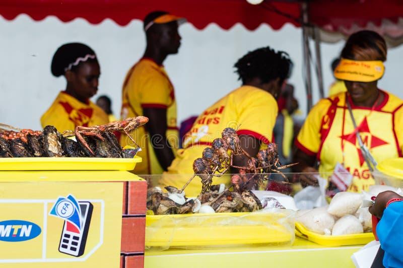 Download Partie De Barbecue à Abidjan Photographie éditorial - Image du griller, remue: 77158972