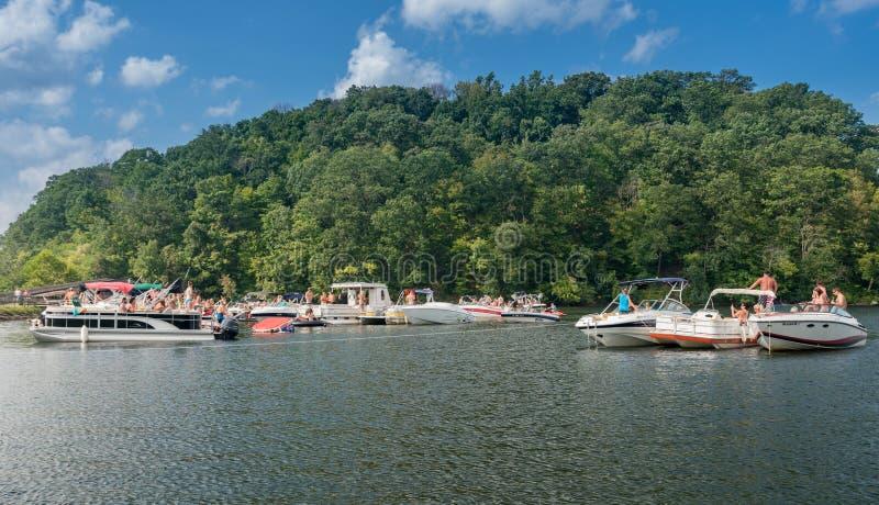Partie de canotage de Fête du travail sur le lac Morgantown WV cheat photos stock