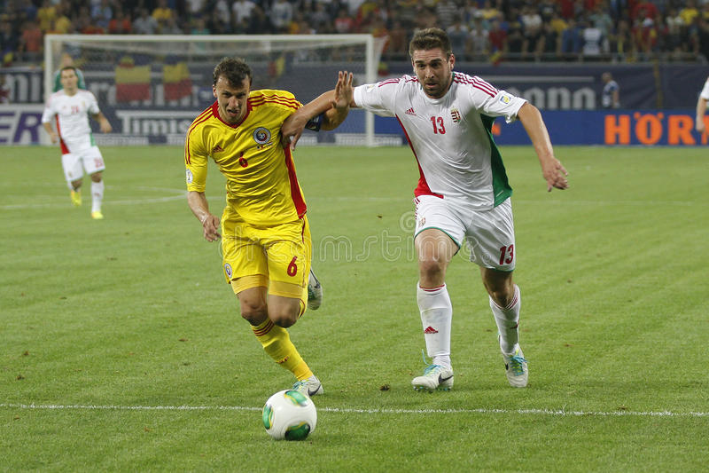 Partie de football de la Roumanie - de la Hongrie images stock
