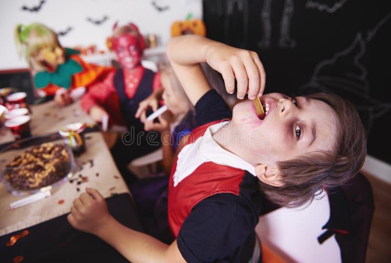 Partie de Halloween pour des enfants image libre de droits