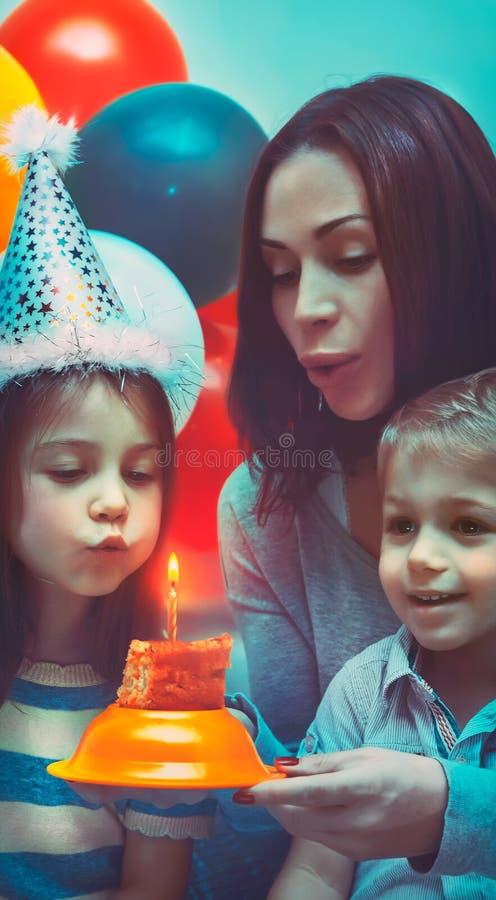 Partie de joyeux anniversaire photo libre de droits