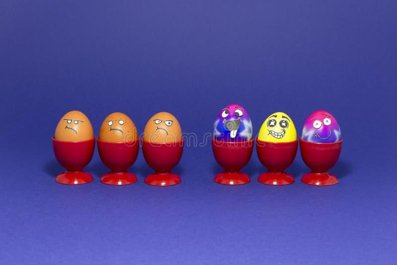 Partie de Pâques avec les oeufs fous image stock