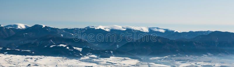 Partie la plus haute des montagnes de Vellka Fatra depuis la colline Mincol dans les montagnes de Mala Fatra en Slovaquie pendant image libre de droits