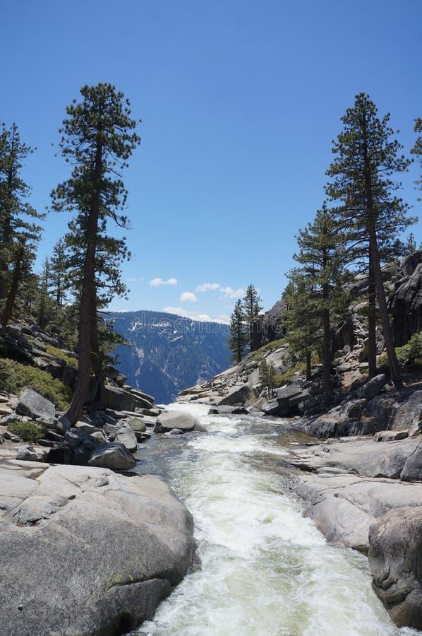 Partie supérieure de cascade de Yosemite photographie stock libre de droits