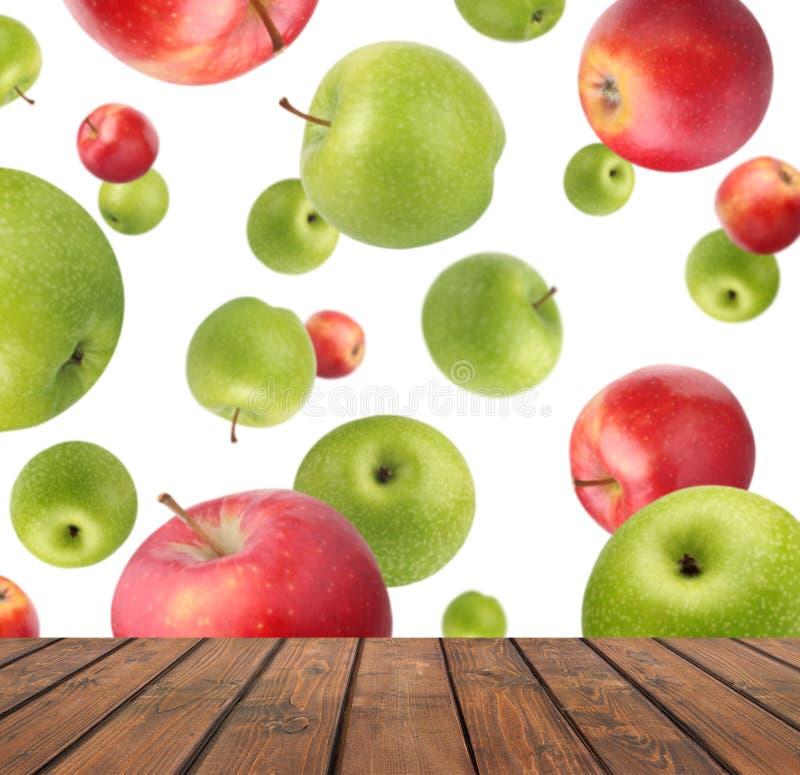 Partie supérieure du comptoir vide sur le fond des pommes de vol photo libre de droits