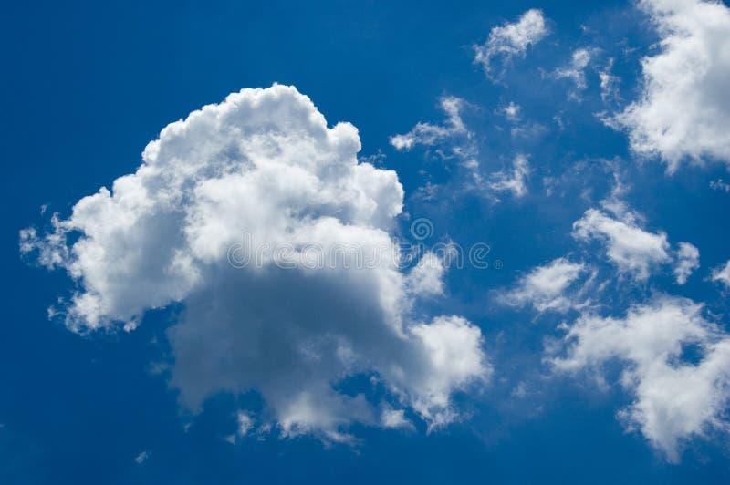 Partiellement nuageux image libre de droits