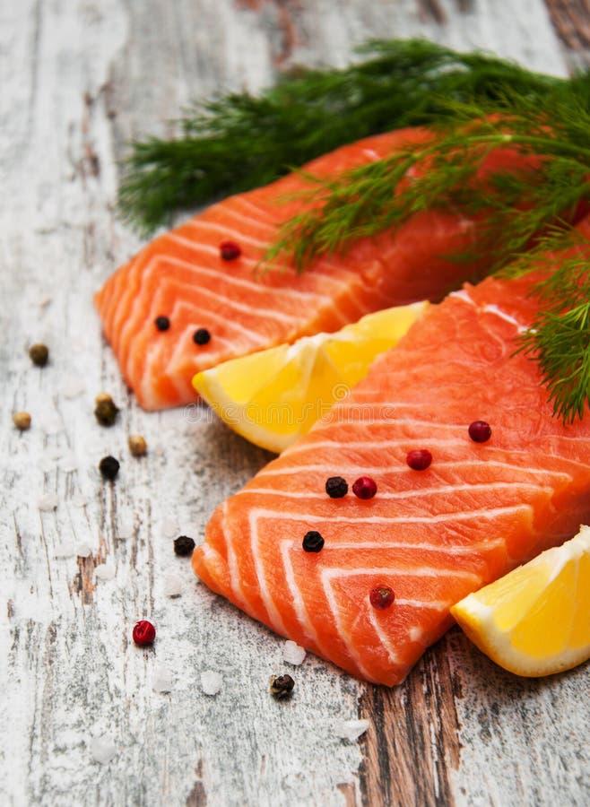 Parties de filet saumoné frais photo stock
