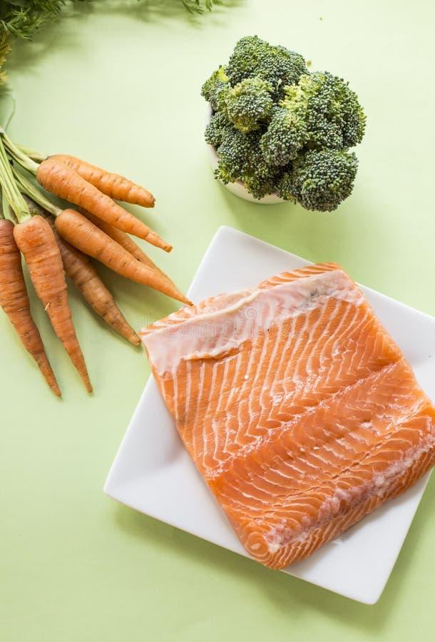 Parties de filet saumoné frais photographie stock libre de droits